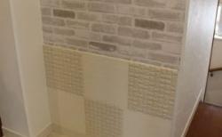 階段踊り場に猫のトイレと掃除道具置き場をDIY!