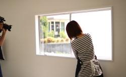 窓の目隠しに!ガラスフィルムDIYの撮影風景