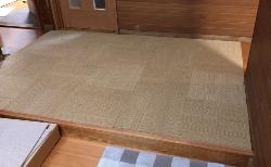 家庭向けタイルカーペットを敷いて子犬も走れる床に!