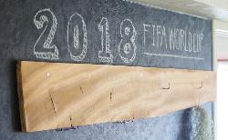 ペンキのDIYでワールドカップを楽しむ壁に!